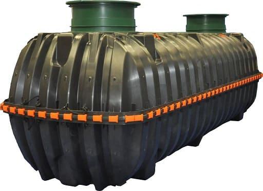 Пластиковые накопительные емкости для канализации бывают разных видов и конструкций-например этот с двумя отверстиями.