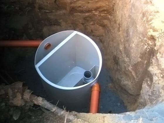 Наружный жироуловитель для канализации из столовой.