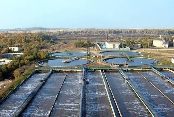 После отсева канализационные стоки попадают в очистные сооружения