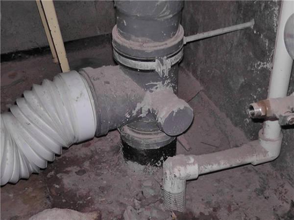 Как опустить отвод от канализационного стояка